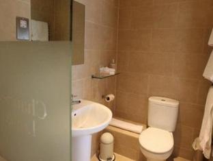 Channels Lodge Chelmsford - Bathroom
