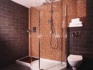 Ramada Crewe Crewe - Bathroom