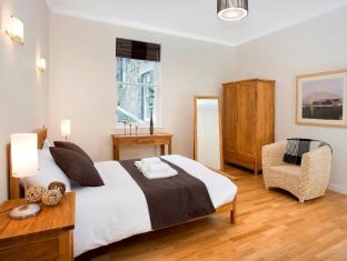 St Giles Apartments Edinburgh - Guest Room