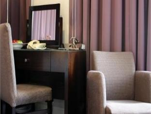 The Piccadilly London West End Hotel London - Suite Room