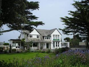 Pine Lodge Hotel