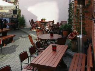 Alex Maja Guest House بارنو - المطعم