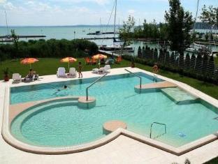 Hotel Silver Resort Superior Balatonfured - Swimming Pool