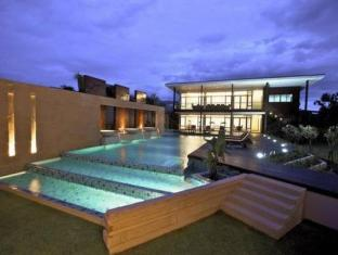 The Grand Napat Serviced Apartment Chiang Mai - Piscina