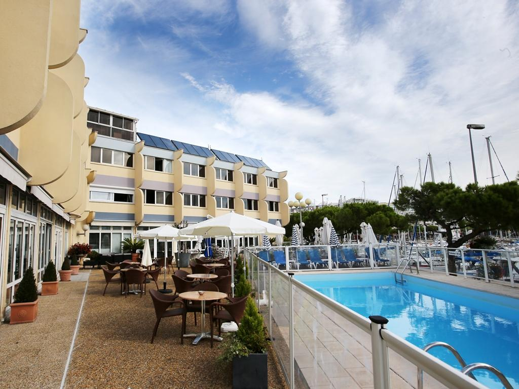 Inter hotel neptune oceanfront montpellier france for Hotels montpellier