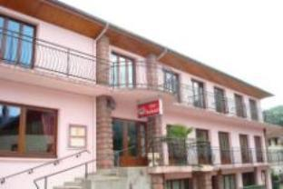 Les Jolis Coeurs Hotel