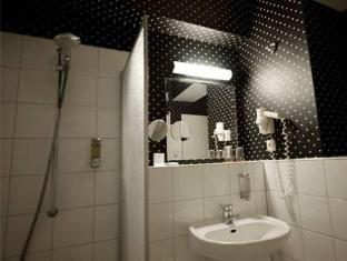 Gruenau Hotel Berlin - Bathroom