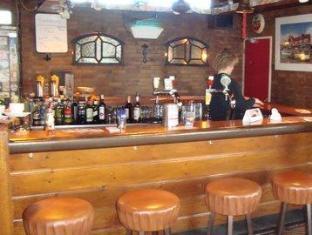 H.C.R. De Wegwijzer Hotel Watergang - Pub/Lounge