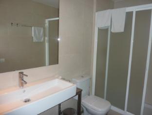 Hotel Ciutat de Sant Adria Barcelona - Bathroom