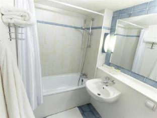 Campanile Hotel Angers Ouest Angers - Bathroom