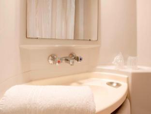 Premiere Classe Poitiers - Chasseneuil Chasseneuil-du-Poitou - Bathroom