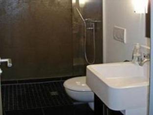 Five Elements Hostel Frankfurt am Main - Bathroom