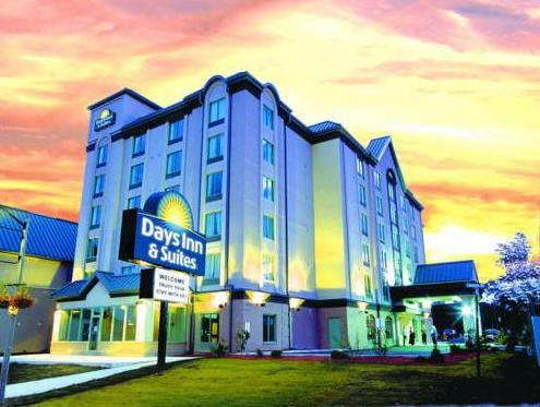 Days Inn & Suites Niagara Falls Center St By The Fall Hotel