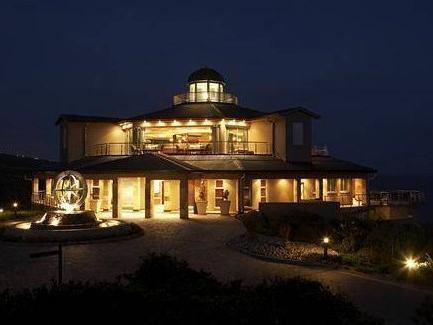 Pinnacle Point Beach and Golf Resort Mossel Bay - Hotel Exterior at Night