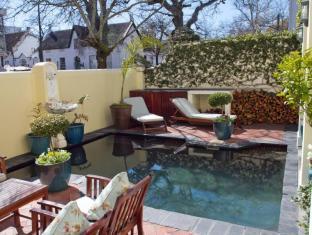 Eendracht Hotel Stellenbosch - Courtyard with Pool