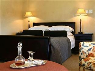 Alluvia Specialist Winery Guest House Stellenbosch - Oakleaf 2