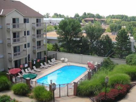 Days Inn And Suites St. Louis / Westport
