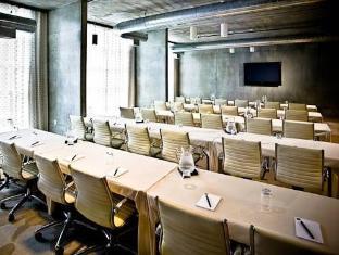 NYLO Hotel Warwick (RI) - Meeting Room