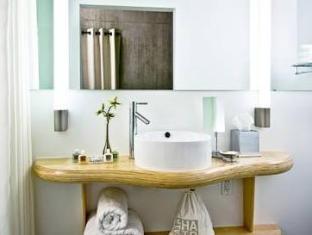 NYLO Hotel Warwick (RI) - Bathroom