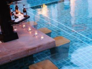 โรงแรมไอดีล พัทยา - สระว่ายน้ำ