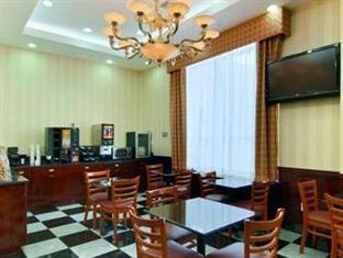 Ramada Queens New York (NY) - Food, drink and entertainment