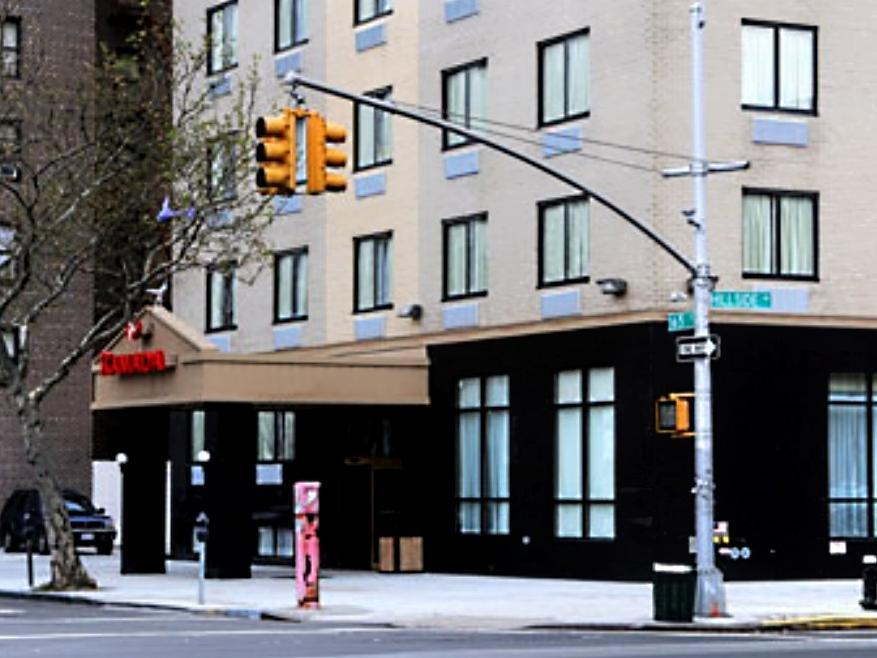 Ramada Queens - Hotel and accommodation in Usa in New York (NY)