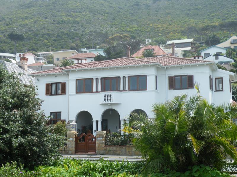 Sonnekus Guest House - Cape Town
