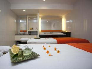 HARRIS Hotel & Residences Riverview Kuta Bali - Food, drink and entertainment