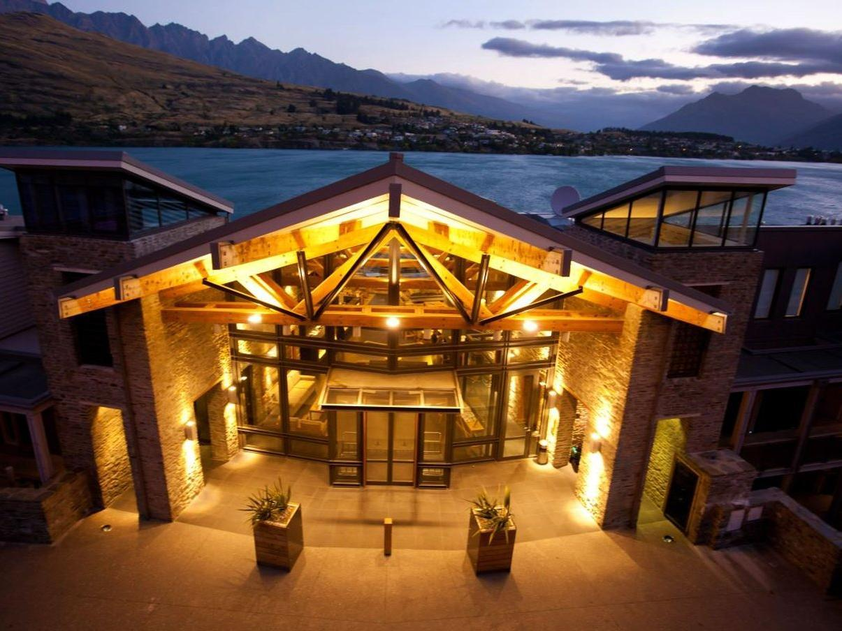 The Rees Hotel & Luxury Apartments Queenstown - The Rees Hotel Lobby Entrance