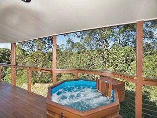 Sketches Mountain Resort Ravensbourne - Spa Tub