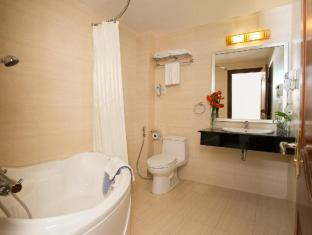 Silverland Central Hotel & Spa Ho Chi Minh City - Bathroom