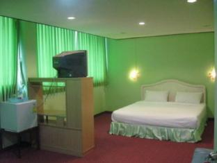 New Mitrapap Hotel Chiang Mai - Hotellihuone