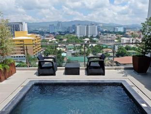 Castle Peak Hotel Cebu City - Piscina