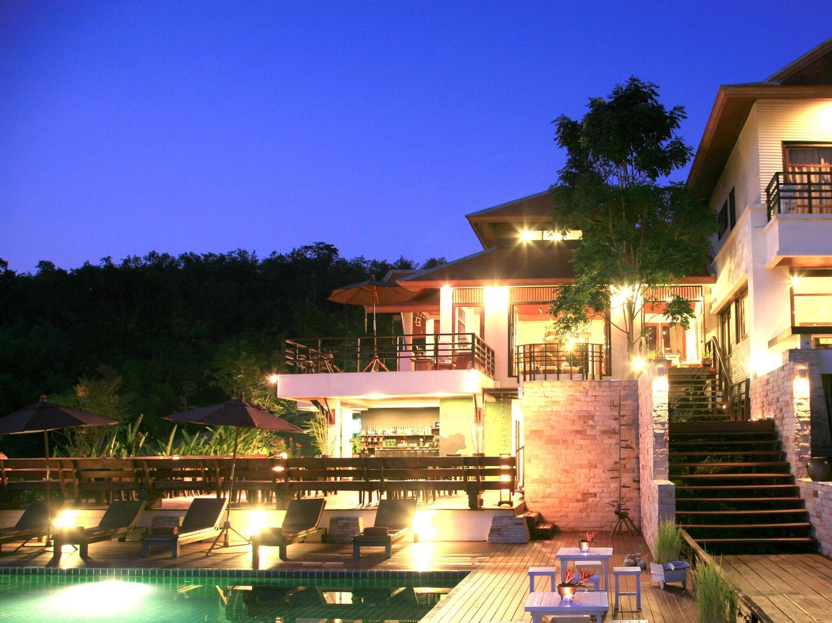 Hotel PhuNaCome Resort