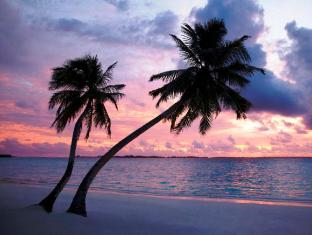Shangri-La's Villingili Resort & Spa Maldives Islands - Beach at Sunset