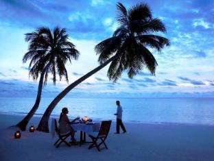 Shangri-La's Villingili Resort & Spa Maldives Islands - Beach Dining