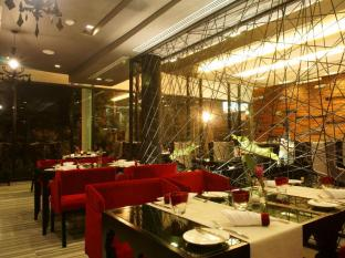 Z Through By The Zign Hotel Pattaya - Food and Beverages