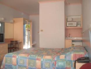 Golden Sands Motor Inn - Room type photo