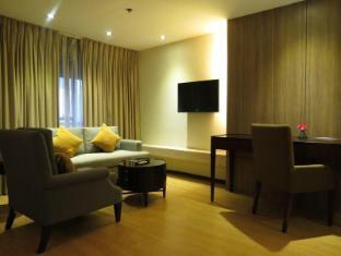 Imperial Palace Suites Quezon City Hotel Manila - Guest Room