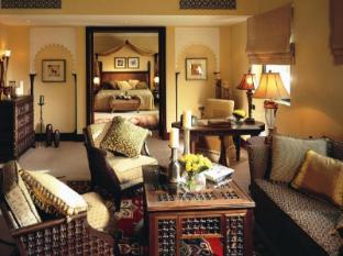 ...душевой кабиной. багажная комната. мини-бар. фен. эксклюзивная мебель.