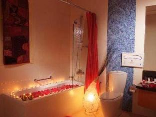 Star Metro Al Barsha Hotel Apartments Dubai - Hot Tub