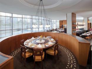 Jumeirah Emirates Towers Hotel Dubai - Food, drink and entertainment