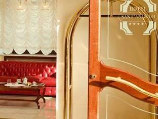 โรงแรม ซานท์ แอนเจโล เนเปิลส์ - ทางเข้า