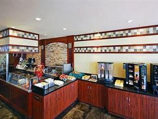 Clarion Hotel at LaGuardia Airport New York (NY) - Breakfast Buffet