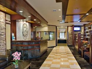 Clarion Hotel at LaGuardia Airport New York (NY) - Front Desk & Lobby Area