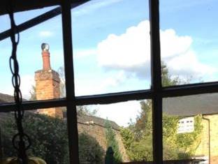 Longs Inn Hotel Woburn - View