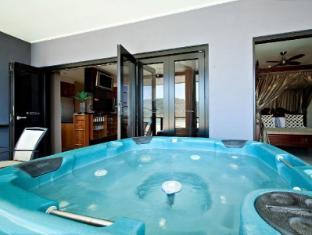 at Waterfront Whitsunday Retreat Hotel Whitsundays - Jacuzzi Penthouse