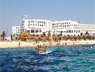亚斯曼海滩酒店