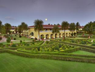 The LaLiT Golf & Spa Resort Goa Южен Гоа - Фасада на хотела
