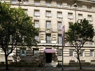 Premier Inn London County Hall London - Exterior